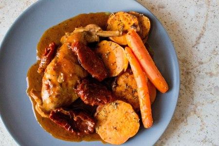 konijn met zoete aardappel en worteltjes
