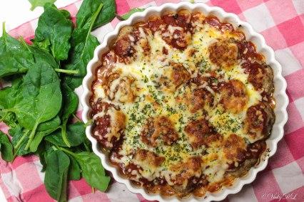 gehaktballen met spinazie en tomatensaus