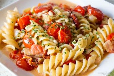 Fusilli met room, paprika en tomaat