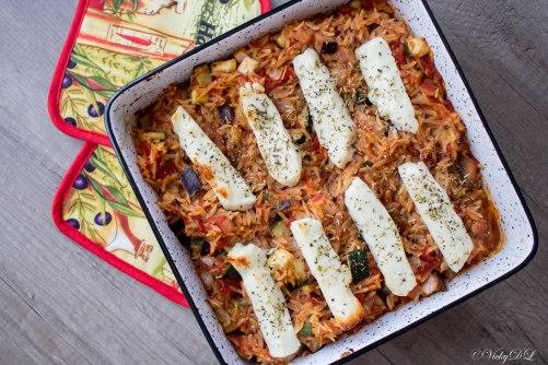 Orzo met aubergine, courgette en halloumi uit de oven