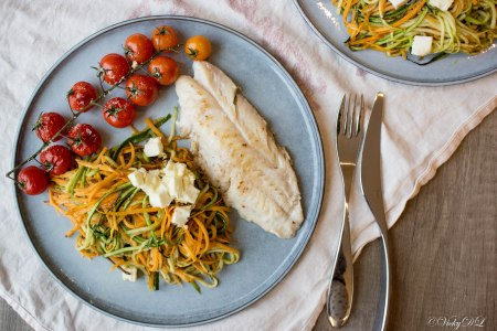 Courgette- en zoete aardappelspiralen uit de oven met roodbaarsfilet