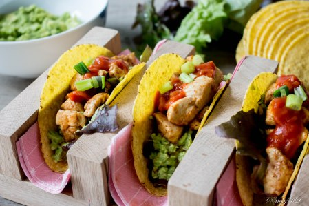Taco's met kip en avocado