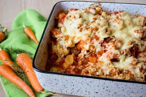 Ovenschotel van gehakt, wortel, zoete aardappel en prei