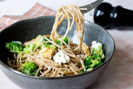 Spaghetti met broccoli, ricotta en kip