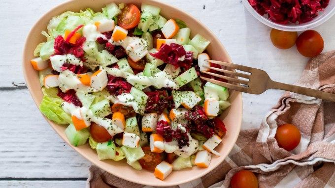 Rode biet salade met surimi