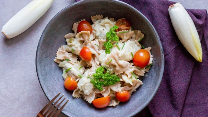 Romige pasta met witloof en kip