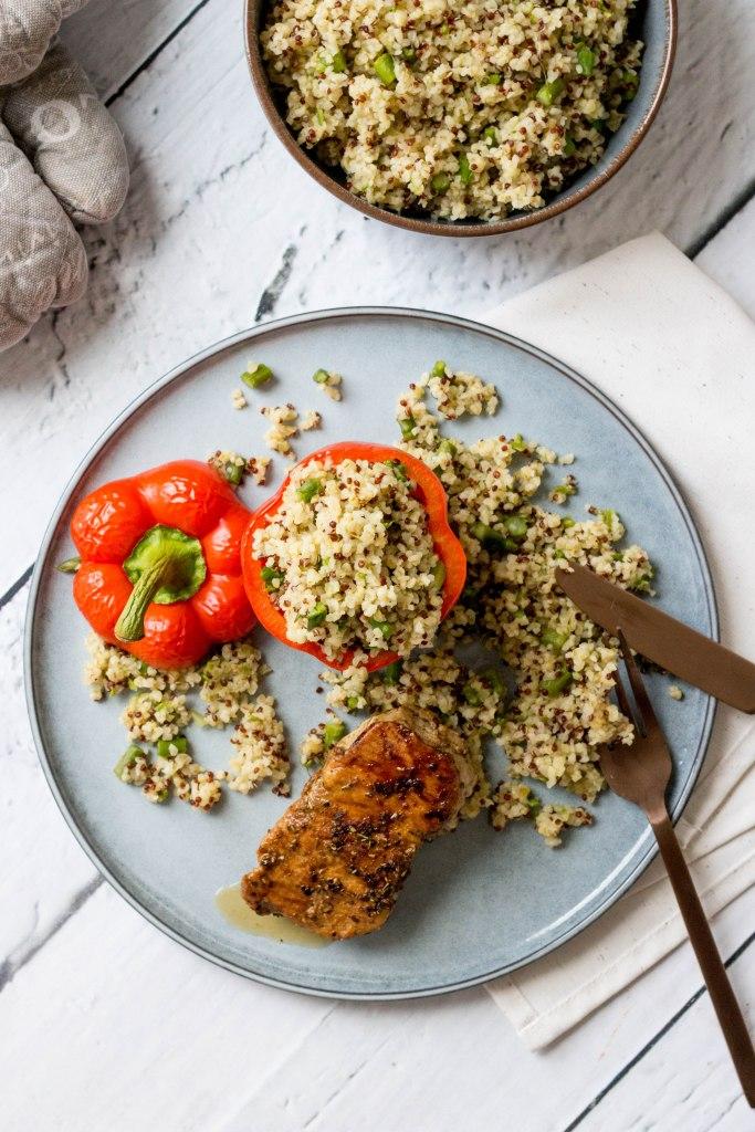 Gevulde paprika met bulgur, quinoa en groene asperges met kalfsmedaillon
