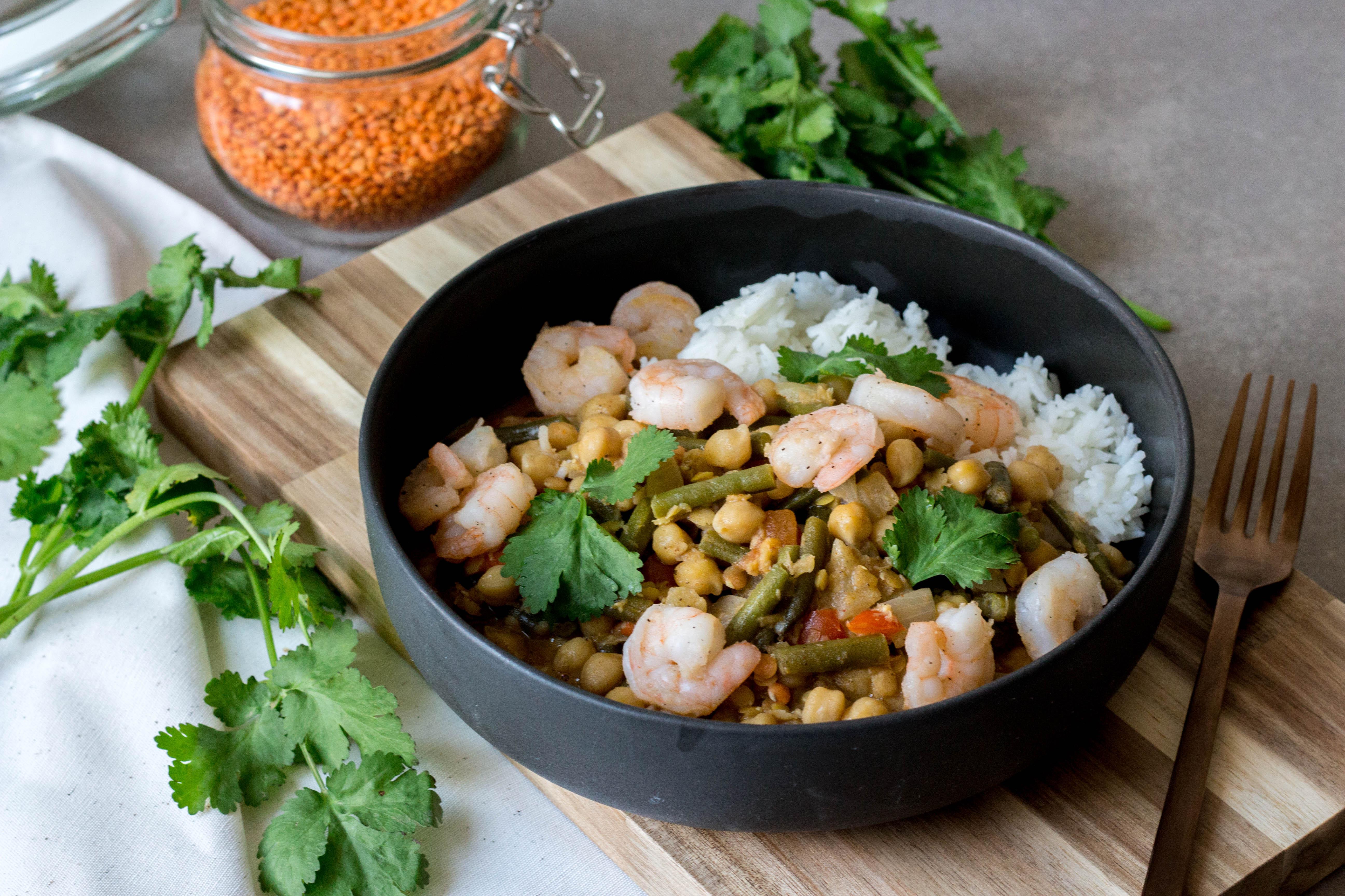 curry met linzen, kikkererwten, bonen en scampi's